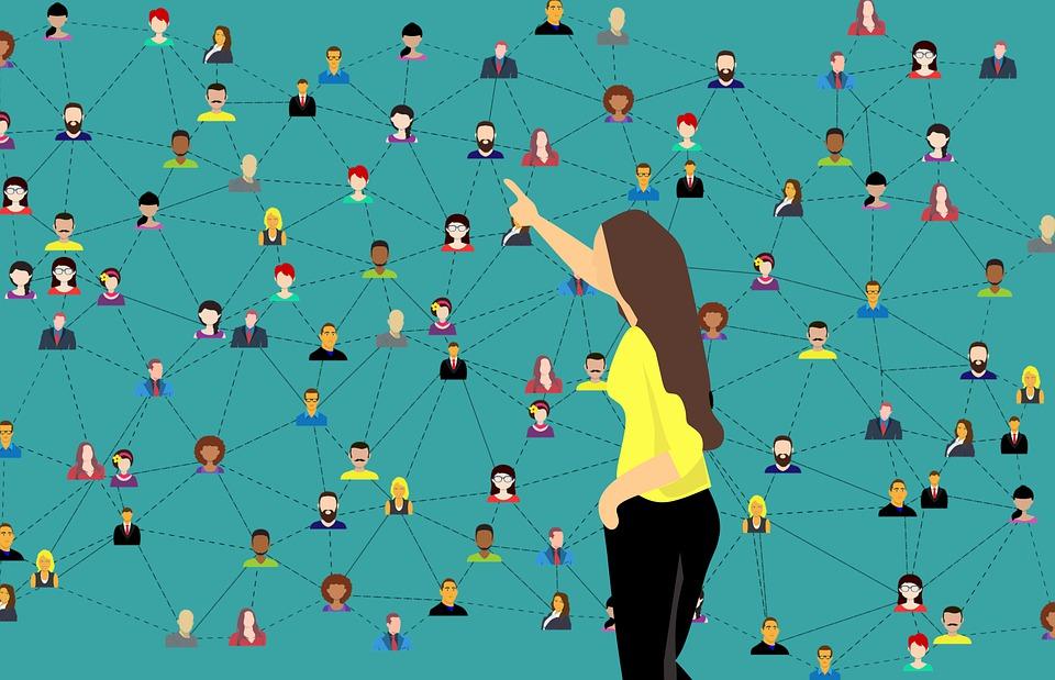 Edan Gelt - Online Communities - Social Media Trends